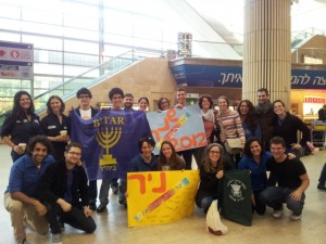 Shnat 2012 participants arrive at Ben Gurion Airport (click for full size)