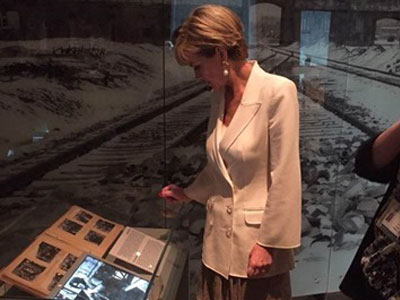 Julie Bishop visits Yad Vashem