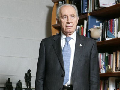 Peres suffers stroke